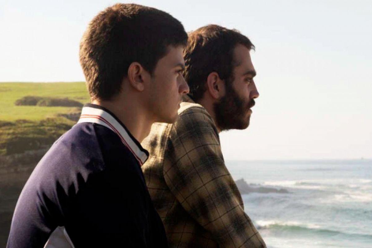 Los actores principales de Diecisiete: Biel Montoro como Héctor y Nacho Sánchez como Ismael. (Foto: Netflix)