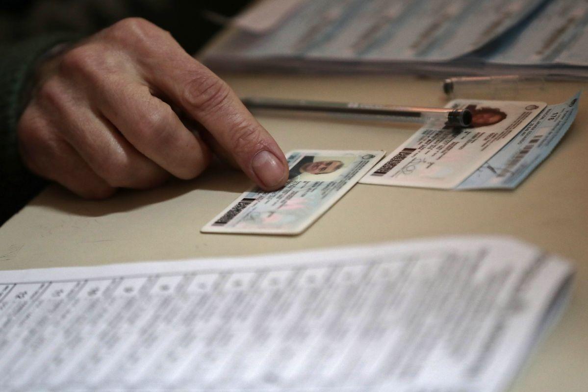Deberás consultar de forma gratuita el patrón electoral que el Ministerio del Interior para que sepas dónde votar. (Foto: AFP)