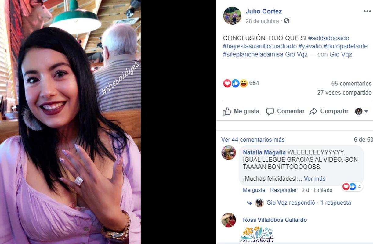El novio compartió en sus redes la imagen de su amada luciendo el anillo cuadrado que tanto soñó. (Foto: captura Facebook)