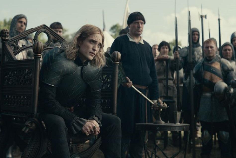 Robert Pattinson interpreta al hijo del rey Carlos VI de Francia (Foto: Netflix)