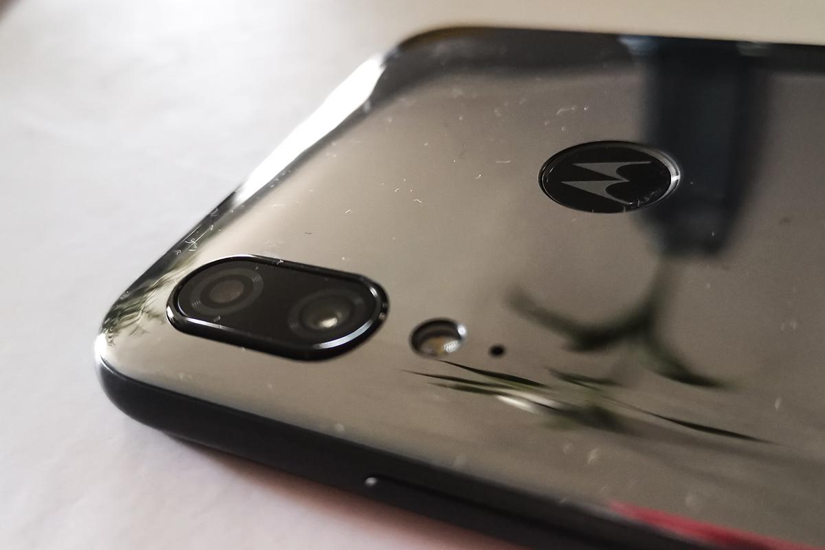El dispositivo trae doble cámara trasera. (Foto: La Prensa)