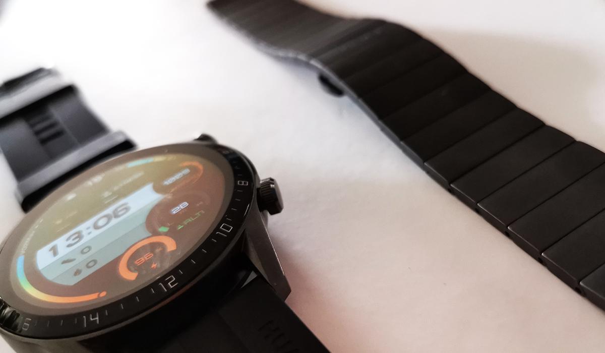 El Huawei Watch GT 2 viene con dos correas, una de metal y otra de silicona. (Foto: La Prensa)