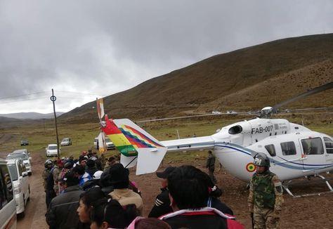 """El helicóptero que trasladaba a Evo Morales """"presentó una falla mecánica del rotor de cola durante el despegue, motivo por el cual realizó un aterrizaje de emergencia"""", señaló en un comunicado la Fuerza Aérea Boliviana."""