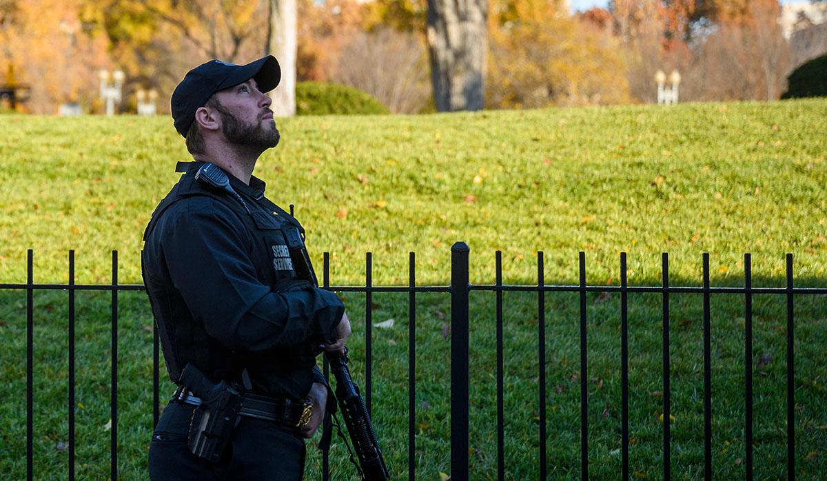 La alerta de invasión del espacio aéreo de la Casa Blanca, en Estados Unidos, generó un despliegue de uniformados. (Foto: AFP)