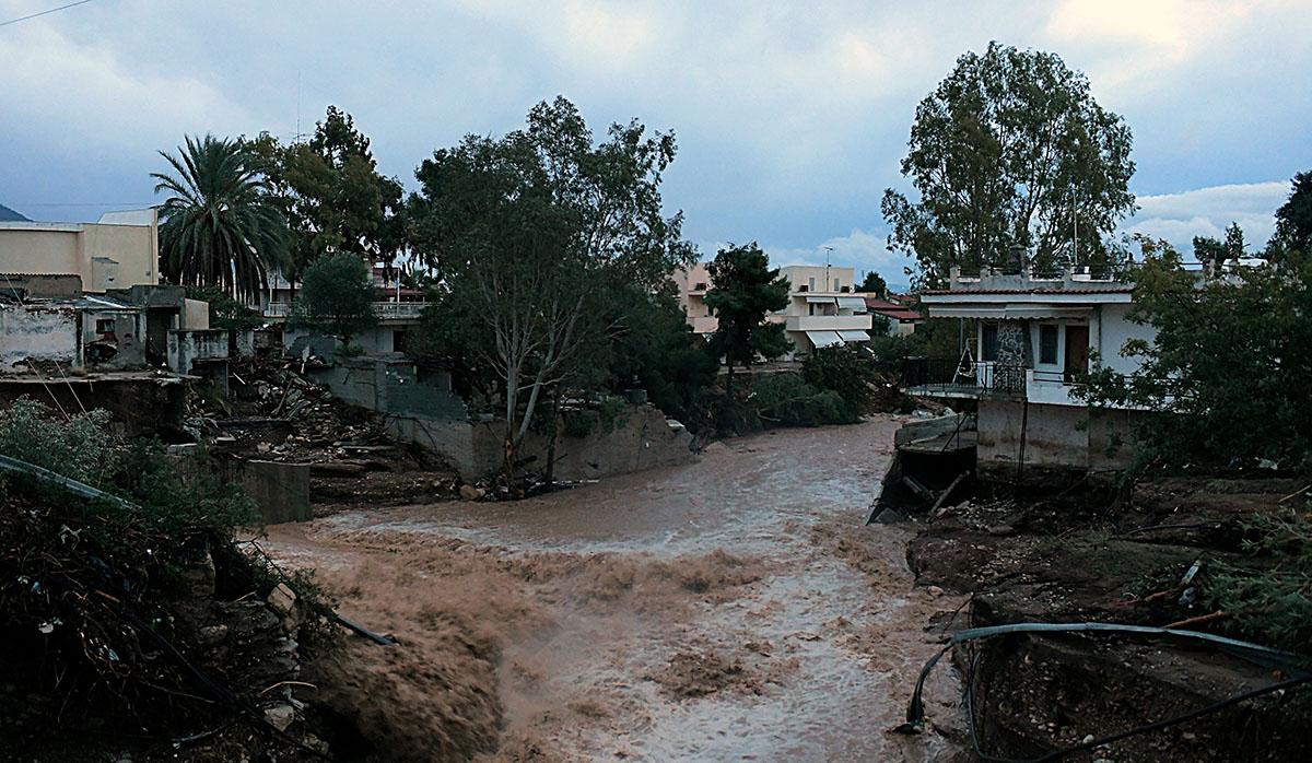 Daños en la ciudad de Kineta, a unos 70 km al suroeste de Atenas después de que lluvias torrenciales afectaron el área. (Foto: AFP)