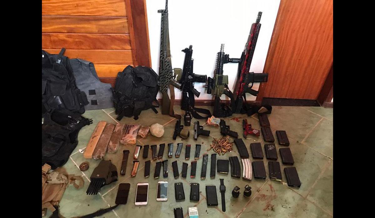 Las armas que halló la policía militar de Río de Janeiro en el búnker de