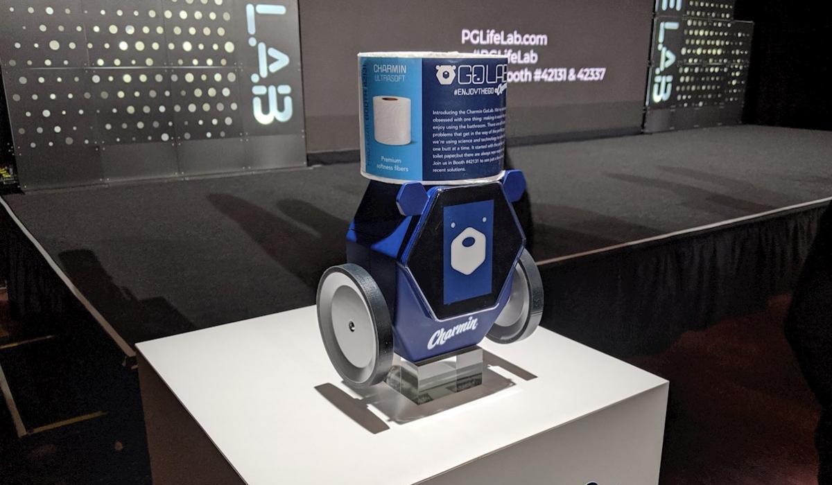 Este es Rollbot, el robot que te pasa el papel higiénico si te olvidaste de llevarlo al baño. (Foto: P&G)