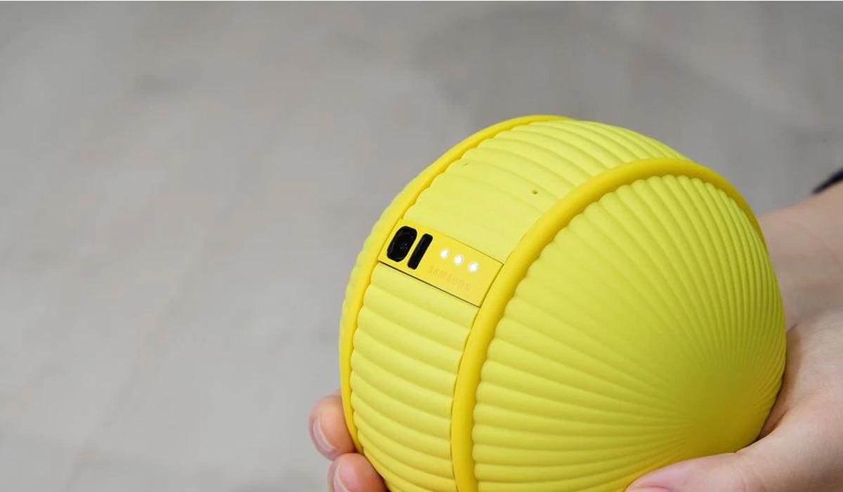 Este pequeño robot que emite ciertos sonidos, puede monitorear tu casa con la cámara que está incorporada. (Foto: Samsung)